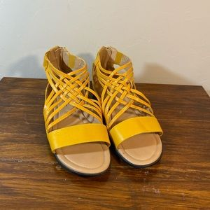 Comfort View Yellow Dress Sandals Size 9W